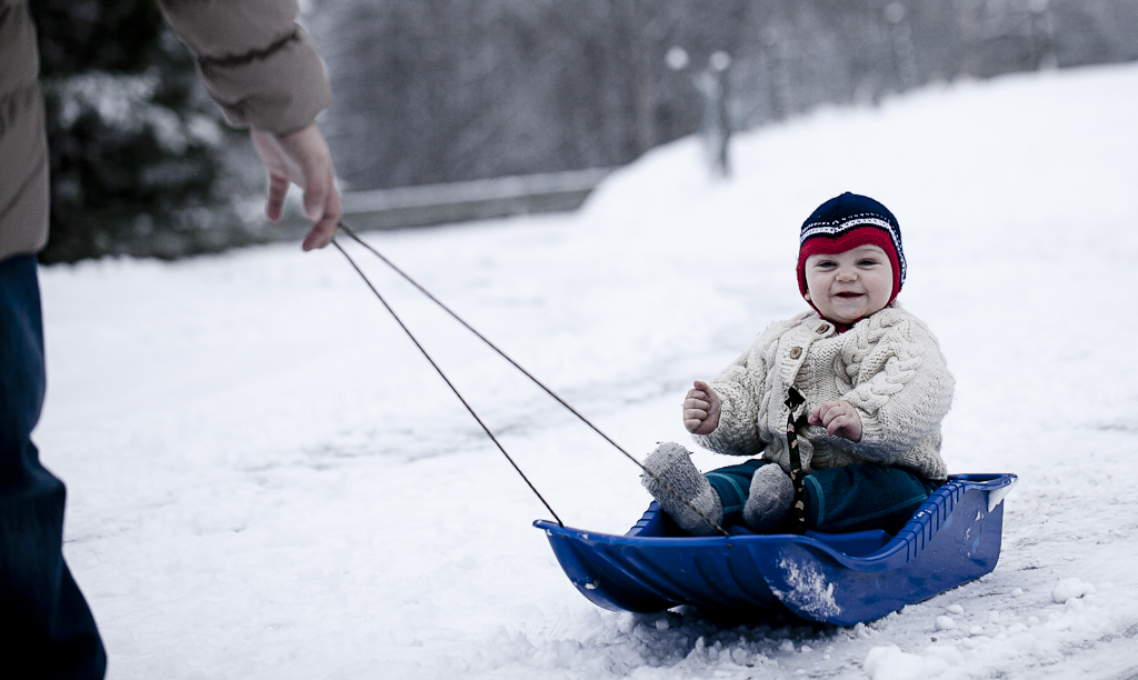 We were in Rollag for the New Year, and Alexander got his first taste of a real winter with snow and sledging. He seems to be enjoying it too:)